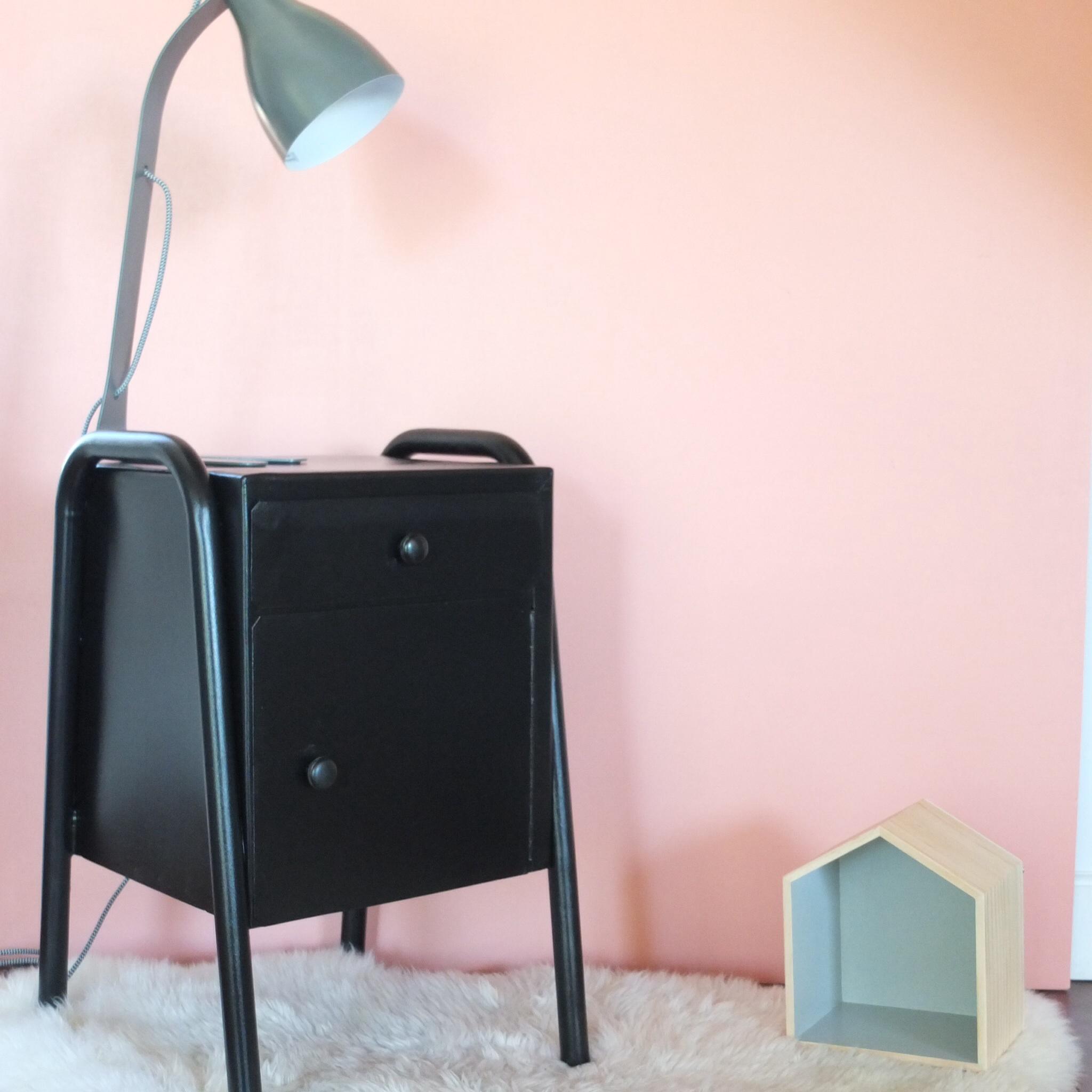 chevet d 39 internat noir vintage magic. Black Bedroom Furniture Sets. Home Design Ideas