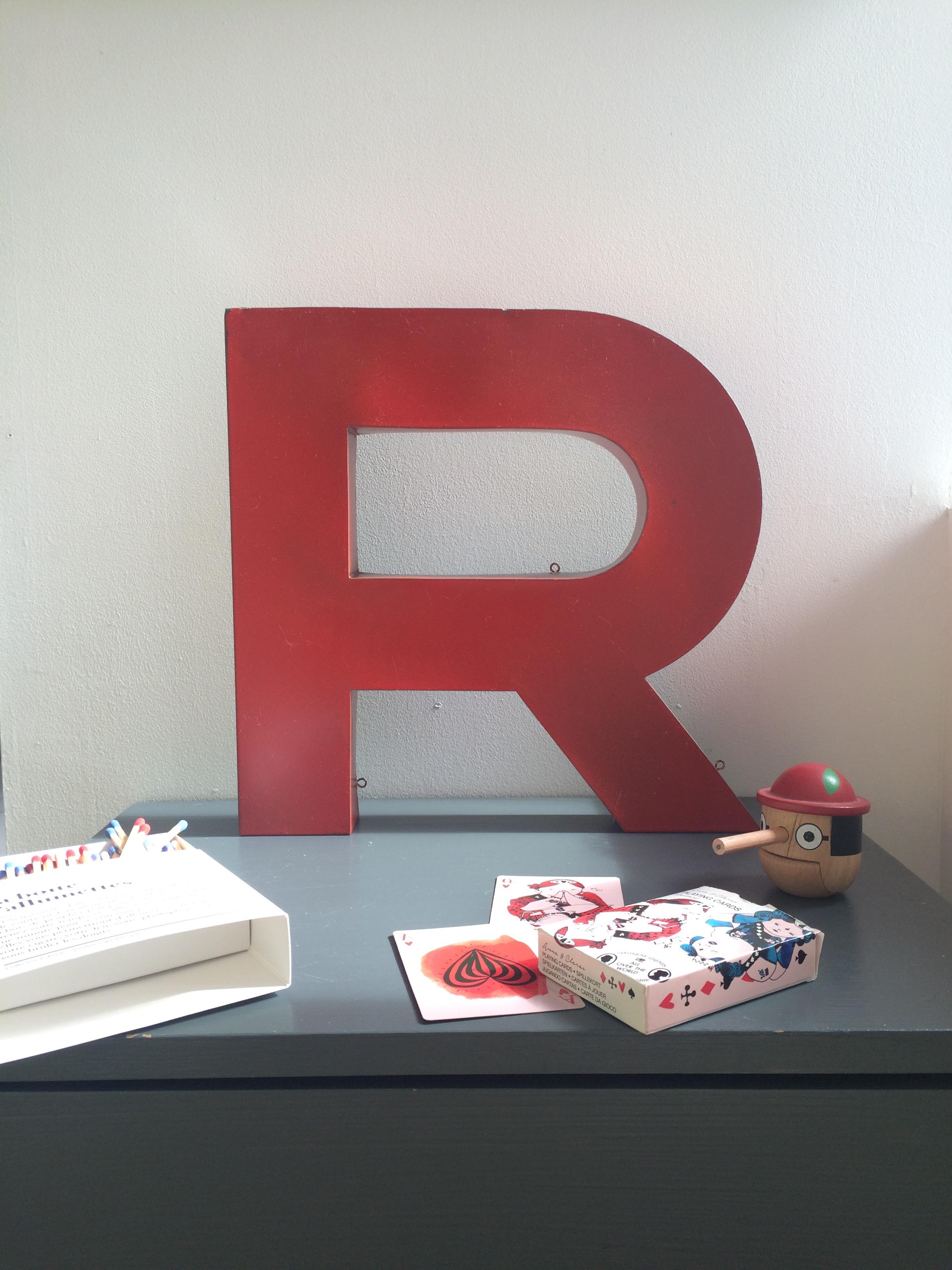 lettre d 39 enseigne rouge r vintage magic. Black Bedroom Furniture Sets. Home Design Ideas